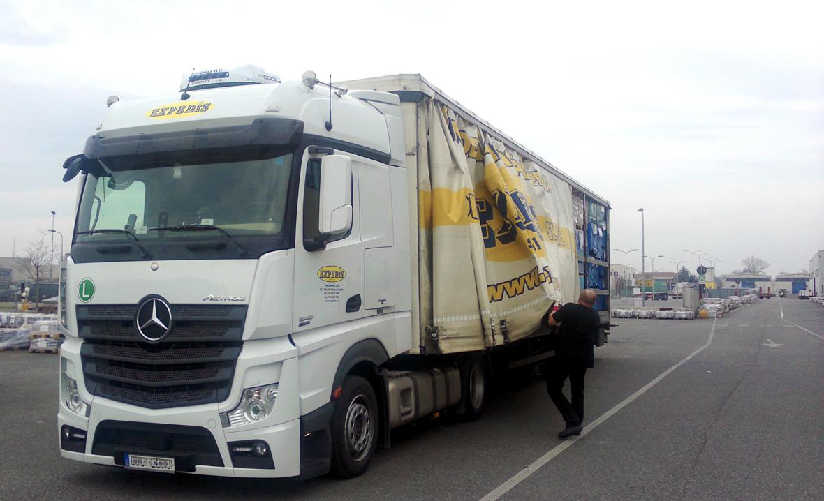 Nakládání kamionu EXPEDIS